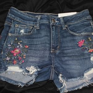 NWT AMERICAN EAGLE EMBROIDERED JEAN SHORTS